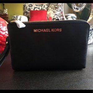 MICHAEL KORS | Double Gusset Wristlet